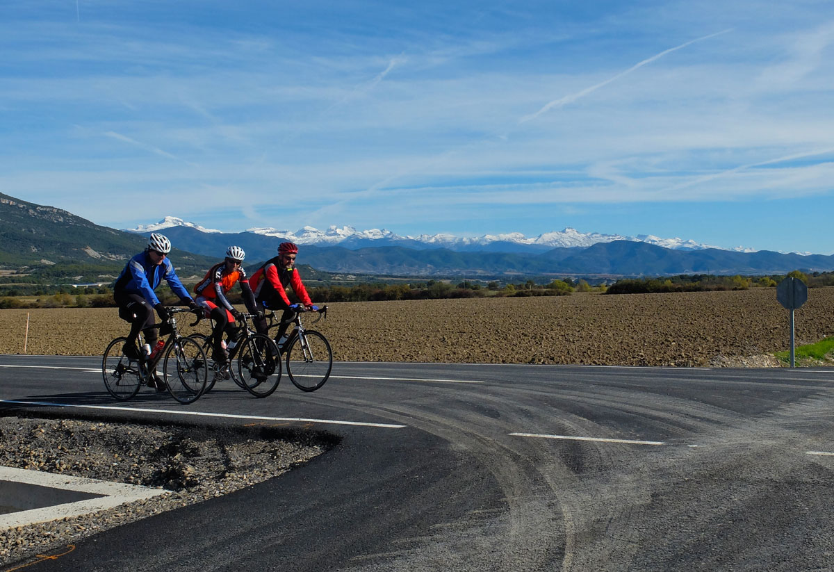 Pamplona-Castillos-del-Reyno-bike-route-Pirineo-nevado