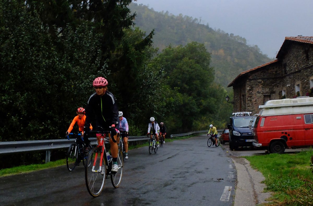 Girls-Cycling-Experience-La-Rioja-Road-Ezcaray-Etapa-3-5