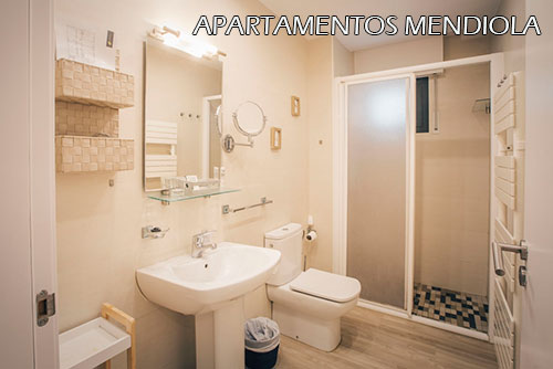 Mendiola-aptos-room-bath