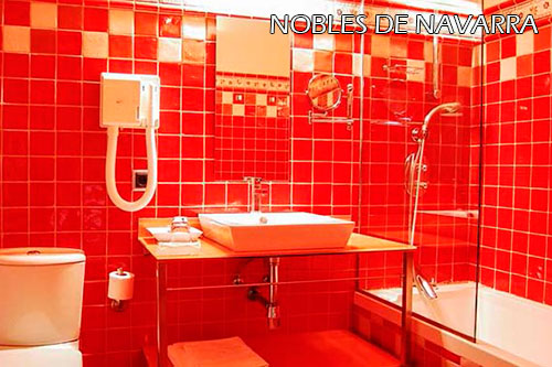 Nobles-de-Navarra-hotel-bathroom