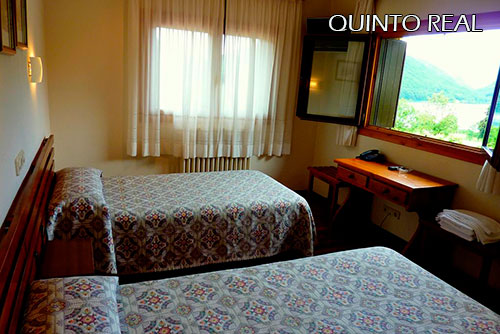 Hotel-Quinto-Real-room-1